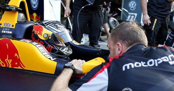 Тиктум на 0,001 опередил Шумахера в первый день тестов Ф3 в Австрии