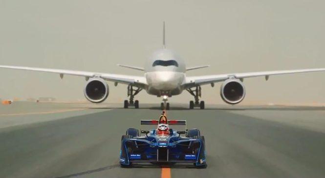 """Автомобиль """"Формулы-Е"""" посоревновался в скорости с двумя самолётами"""