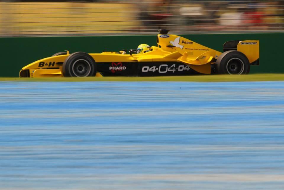 """""""Джордан"""" на БП Австралии 2004 года с рекламой гонки в Бахрейне"""