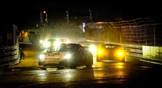 """""""Спид Кар"""" двумя экипажами выиграла вторую гонку французского ГТ4 в По."""