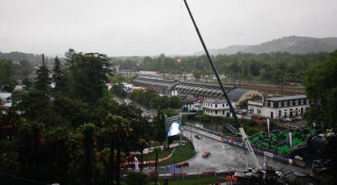 Перони выиграл дождевую гонку ФР2.0 в По, Смоляр упустил подиум на последнем круге