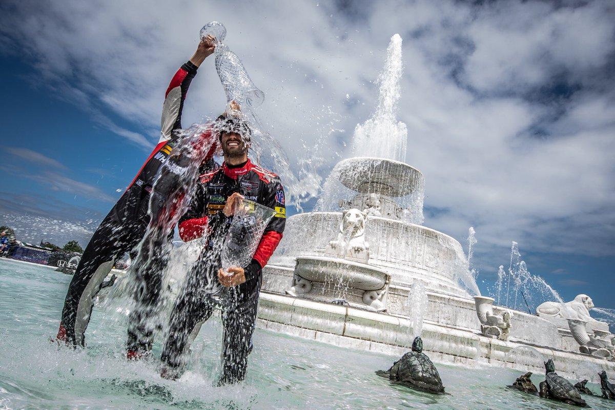 Эрик Кёрран и Фелипе Наср, победители гонки ИМСА в Детройте