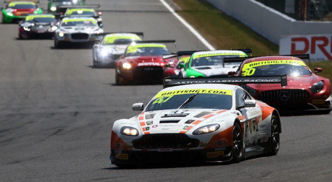 Мартен выиграл домашнюю гонку Британского ГТ в Спа