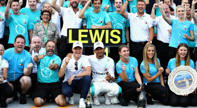 Льюис Хэмилтон выиграл гонку в Венгрии. Сироткин опередил Стролла