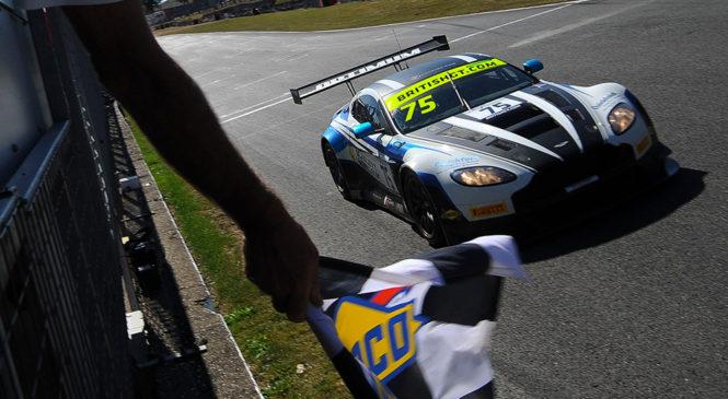 Адам и Хей добились второй победы в сезоне Британского ГТ и возглавили чемпионат