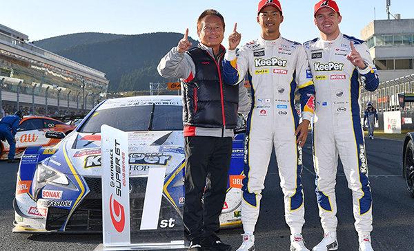 """Хиракава и Кессиди выиграли гонку """"Супер ГТ"""" на """"Аутополисе"""" и догнали лидеров"""
