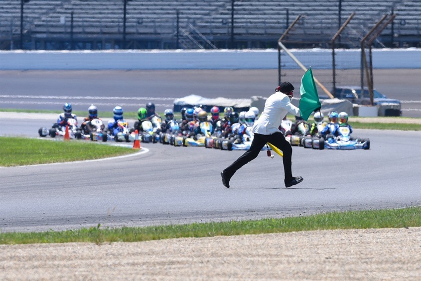 """Старт картинговой гонки на """"Индианаполис Мотор Спидвей"""""""