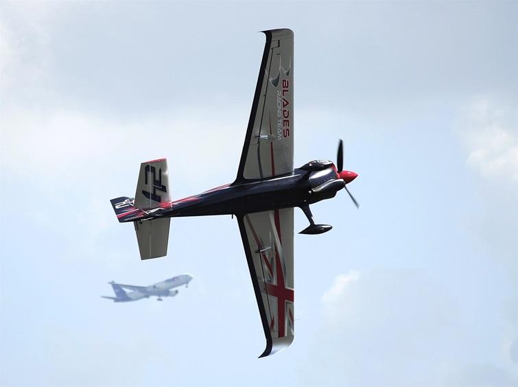 Спортивная авиация на фоне гражданской - во время соревнований в Индианаполисе
