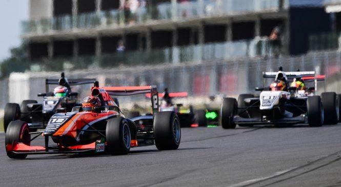 Петров одержал дебютную победу, Армстронг перехватил лидерство в «Формуле-Тойота»