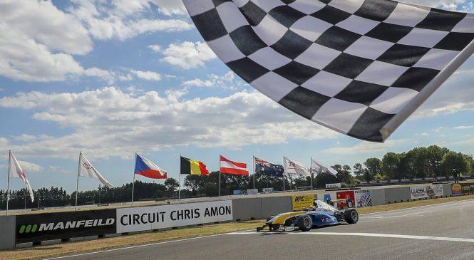 Лоусон выиграл Гран-при Новой Зеландии, став чемпионом «Формулы Тойота»