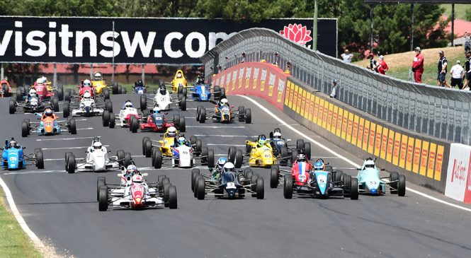 Празднование 50-летия «Формулы Форд» в Австралии началось с гонок в Батёрсте