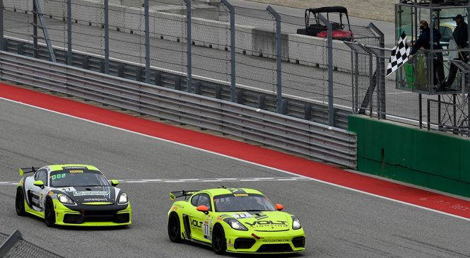 Новый «Порше» двумя победами начал сезон в американской серии ГТ4