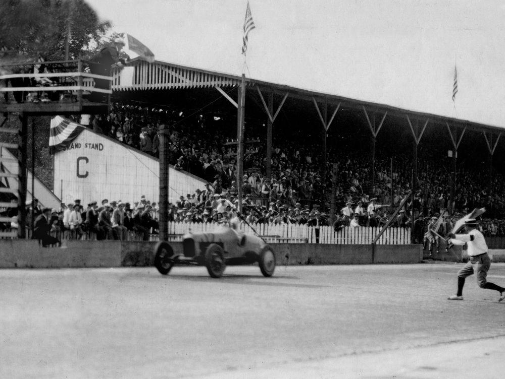 Питер де Паоло выигрывает первую гонку Чемпионата мира 1925 года