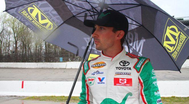 Майкл Селф победил в сокращённой гонке в Сейлеме