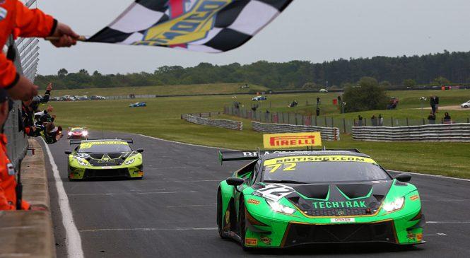 «Барвел Моторспорт Ламборгини» выиграл две гонки британского ГТ на «Снеттертоне»