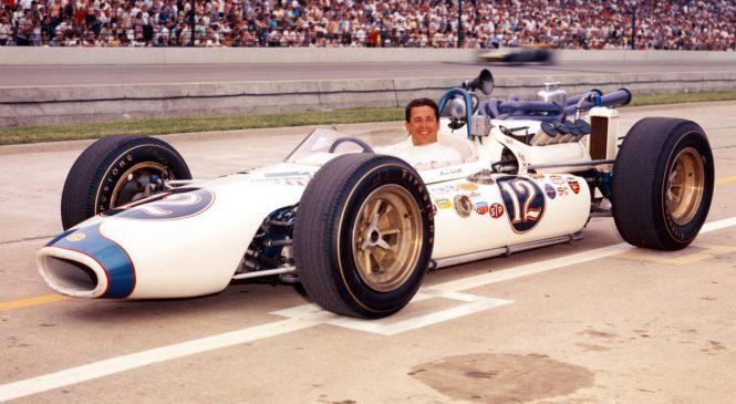 Круг по «Индианаполис Мотор Спидвей» 1965 года вместе с Марио Андретти