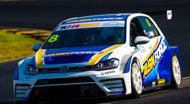 Брайт выиграл первую гонку австралийского ТКР