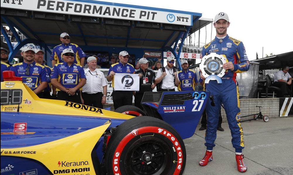 Александер Росси после квалификации к первой гонке Гран-при Детройта