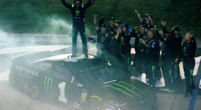 Курт Буш одержал победу в гонке Кубка в Кентукки