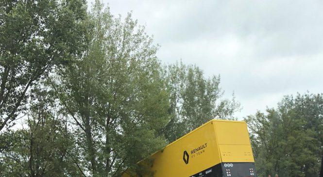 Грузовик с оборудованием «Рено» вылетел с трассы по пути в Венгрию