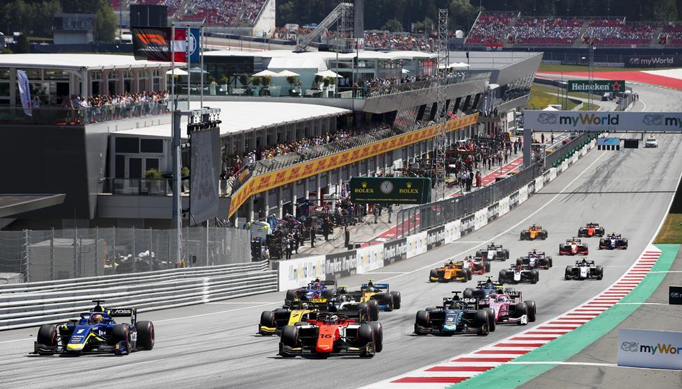 """Старт гонки Ф2 на """"Ред Булл Ринге"""""""