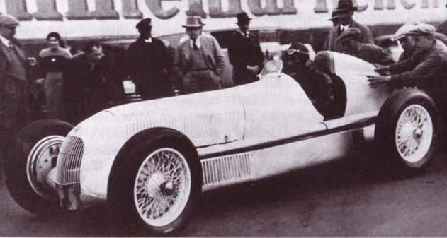 """Манфред фон Браухич за рулём прототипа """"Мерседеса"""" 1934 года"""