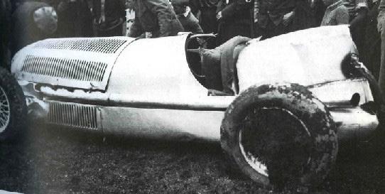 """Разбитый на тестах первый прототип """"Мерседес"""" 1934 года"""