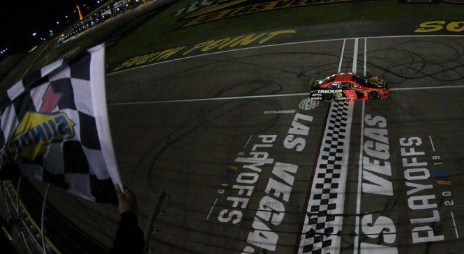 Мартин Труэкс выиграл первую гонку Кубка в плей-офф