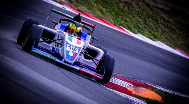 Россо выиграл квалификационную гонку Кубка «Формулы-4», Буланцев девятый