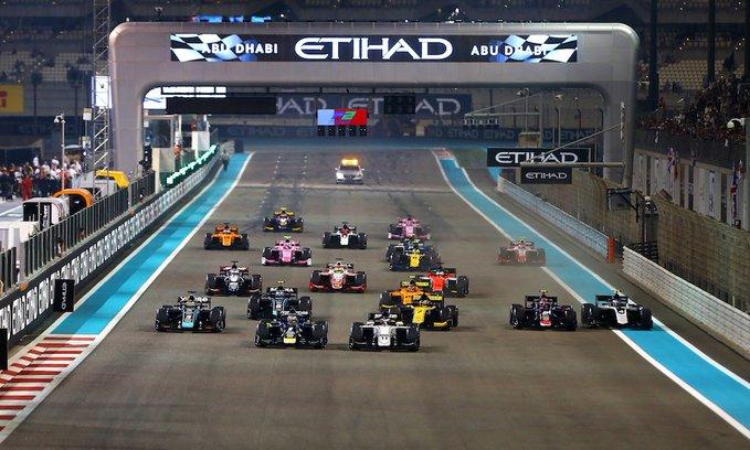 Старт основной гонки Формулы-2 в Абу-Даби