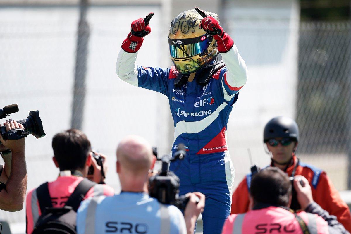 Россиянин Шварцман выиграл гонку Еврокубка «Формулы-Рено 2.0» в По