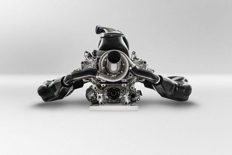 """Мощность двигателей в 2017: Насколько силен """"Мерседес""""?"""