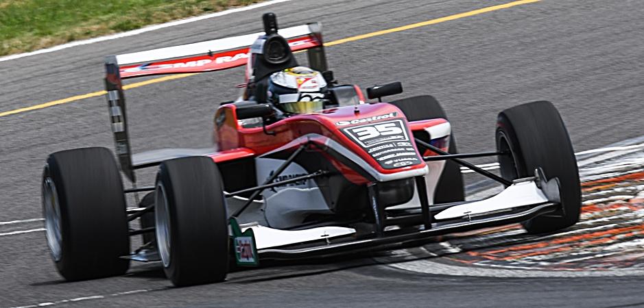 Шварцман одержал первую победу в серии «Тойота», выиграв трофей Денни Халма