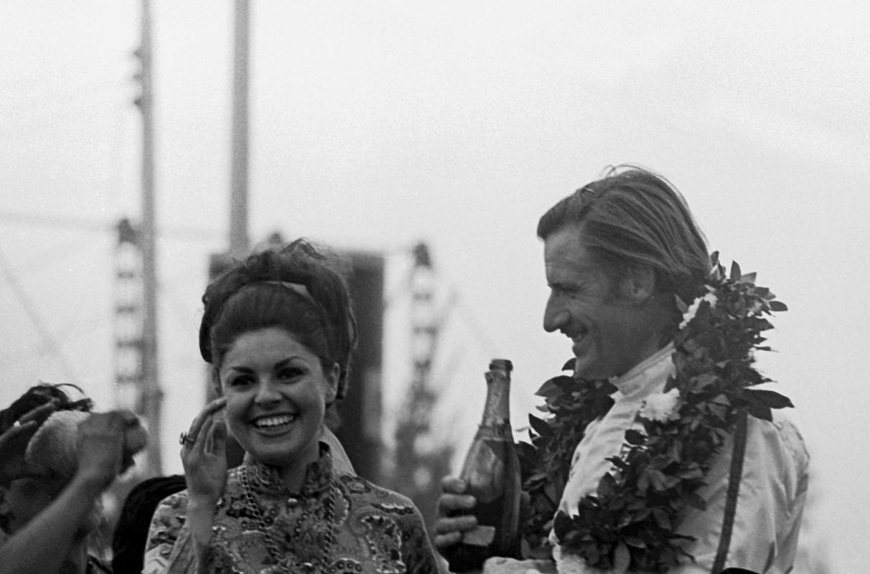 Грэм Хилл на подиуме БП Мексики 1968 года
