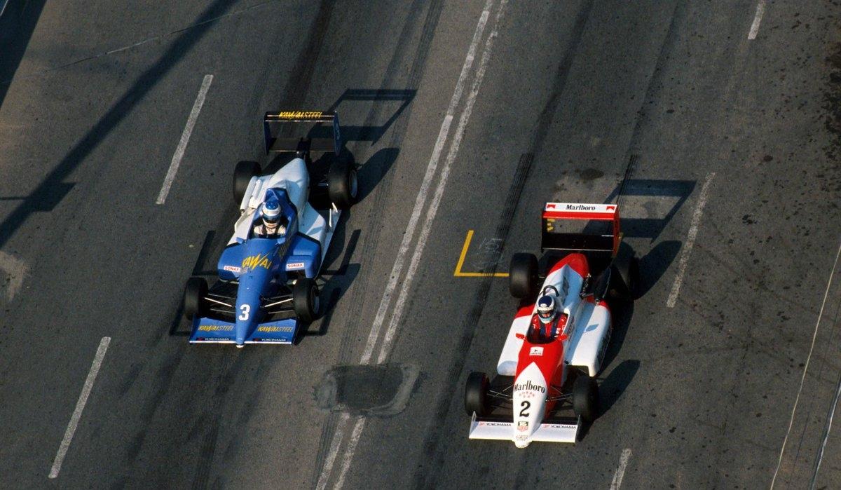 Михаэль Шумахер борется с Микой Хяккиненом за победу в 1990-м году