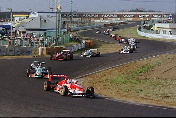 Бенуа Трелюе в японской Ф3 в 2001 году