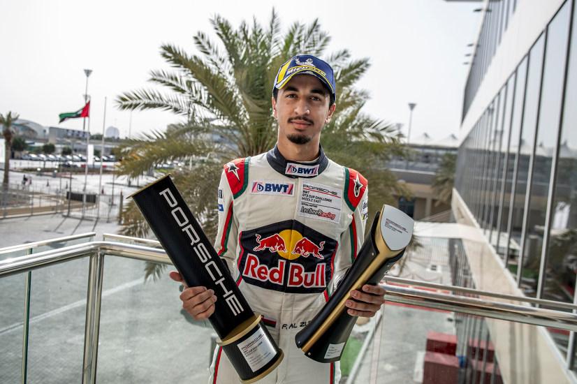 Аль Фейсал Аль Зубаир с призовыми кубками трассы Яс-Марина