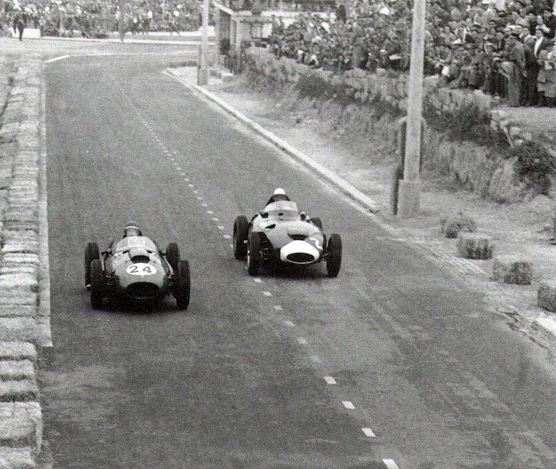 Майк Хоторн и Стирлинг Мосс во время БП Португалии 1958 года