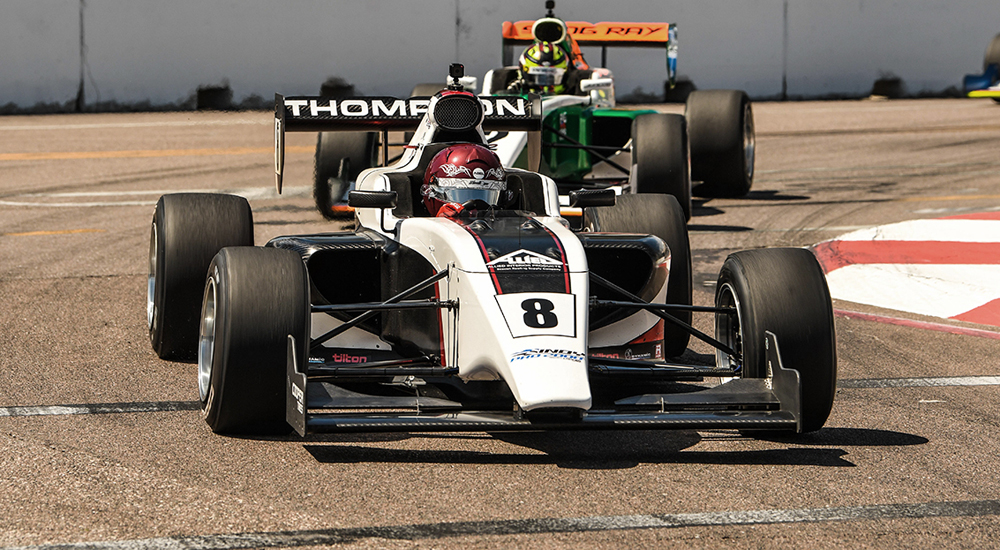 """Паркер Томпсон лидирует в первой гонке """"Инди Про 2000"""" в Сент-Пите"""