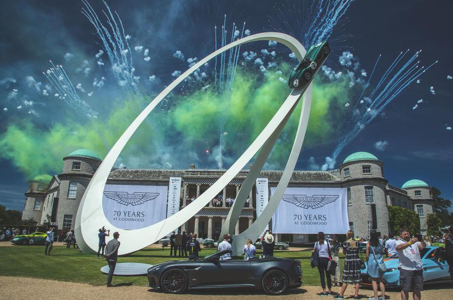 """Чествование """"Астон Мартин"""" во время Фестиваля скорости в Гудвуде в 2019 году"""