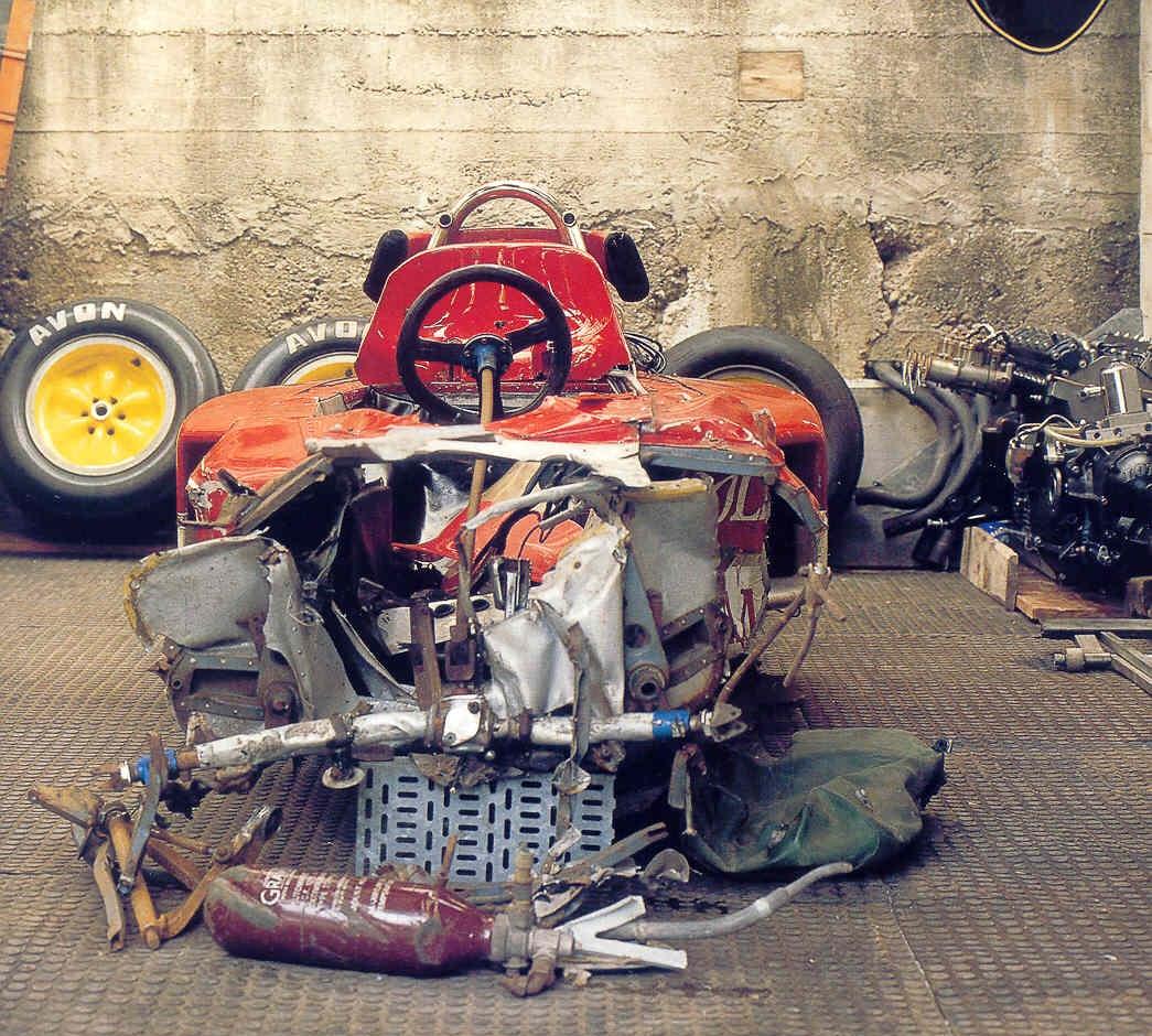 """Остатки """"Лотус 72"""" Риндта, разбитого в Монце, в 2000 году"""