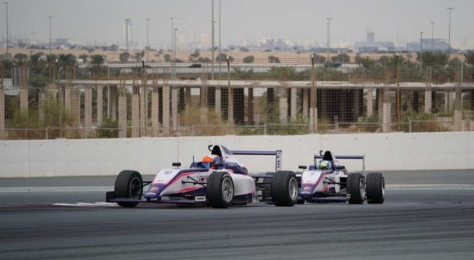 Франческо Пицци доминирует на первом этапе арабской Ф4 в Дубае