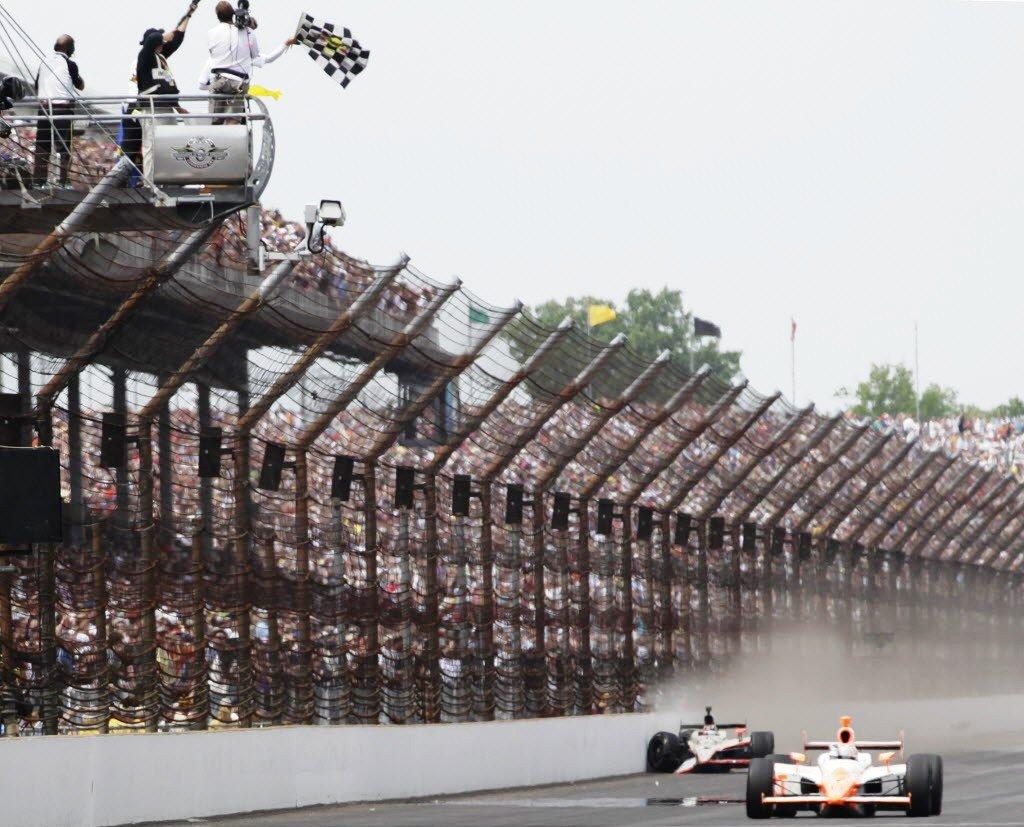 """Финиш """"Инди-500"""" 2011 года"""