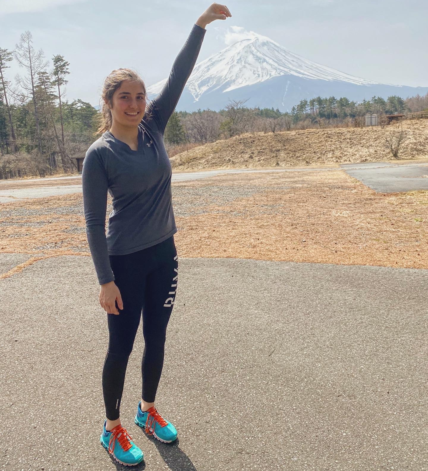 Татьяна Кальдерон у горы Фудзияма