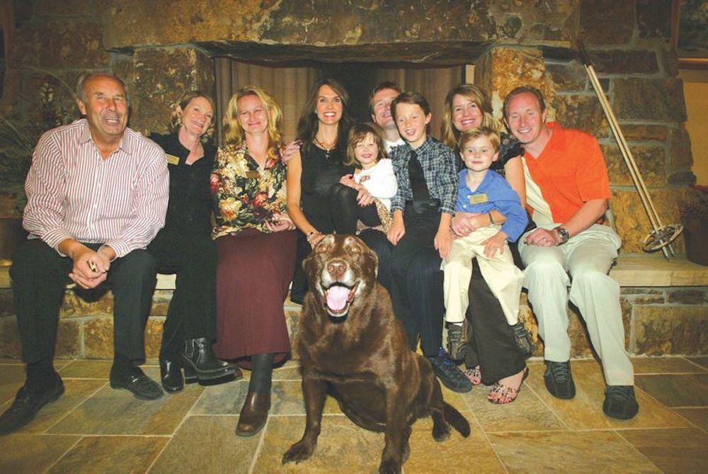 Боб Лазье (крайний слева) с семьёй