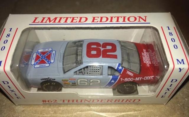 Модель гоночного автомобиля с флагом конфедератов ещё можно разыскать на eBay