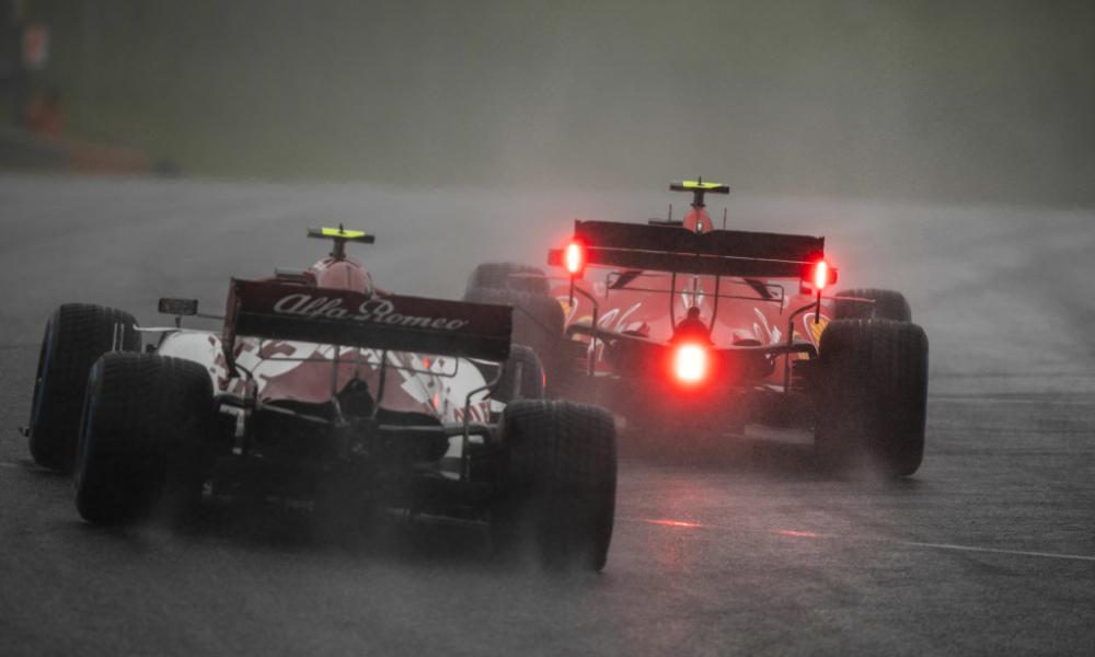 Шарль Леклер впереди Антонио Джовинацци во время квалификации Гран-при Штирии