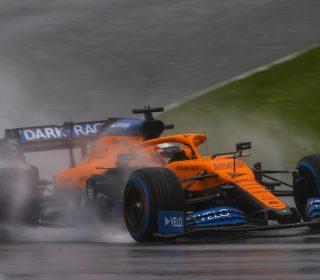 Карлос Сайнс во время квалификации Гран-при Штирии