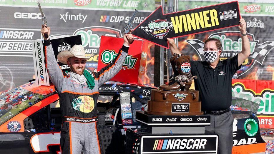 В Техасе Остин Диллон выиграл шляпу, револьверы и сапоги