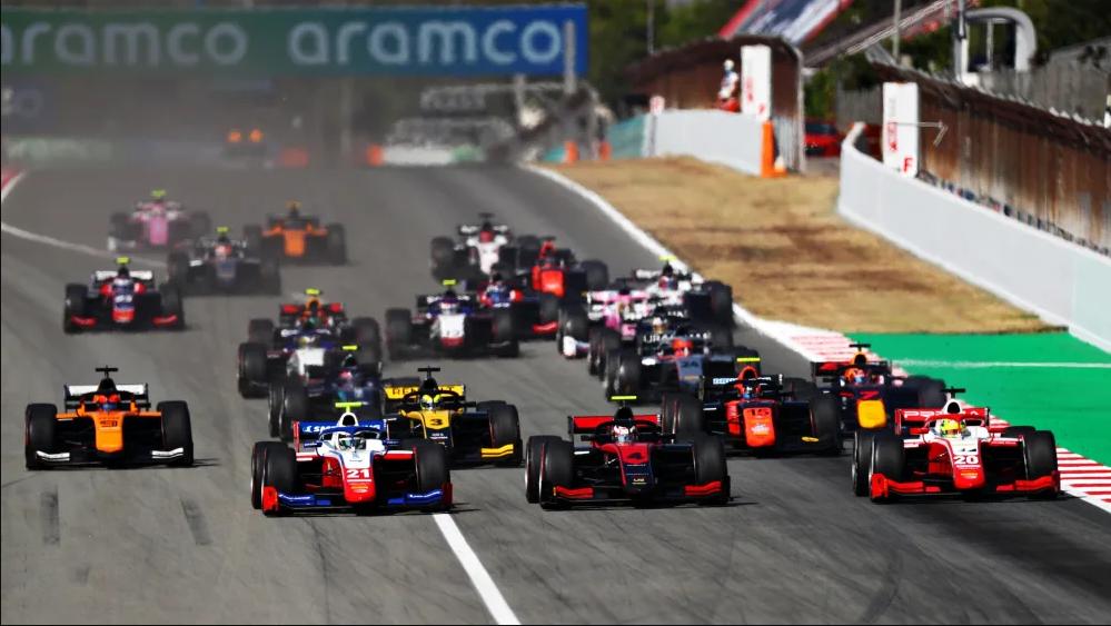 """Старт гонки основной гонки """"Формулы-2"""" в Испании"""